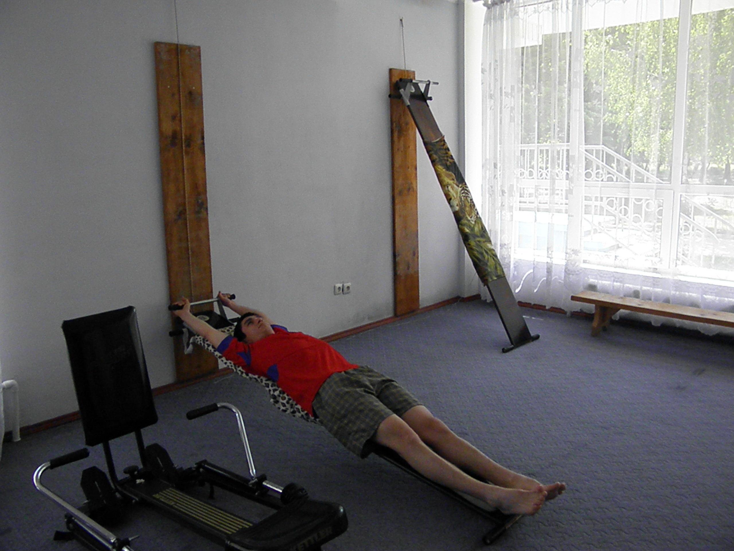 Боли низу живота слева отдаёт в ногу и спину